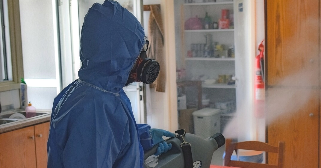 Ozone cleaning : hazards and protective equipment